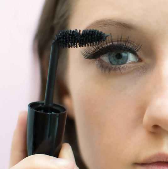 10 mẹo cơ bản giúp bạn sử dụng mascara dễ dàng, hiệu quả hơn 2
