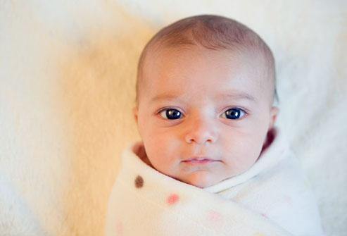 Mẹo hay giúp bố mẹ dỗ bé đang quấy khóc 1