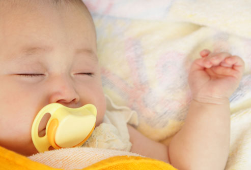 Mẹo hay giúp bố mẹ dỗ bé đang quấy khóc 2