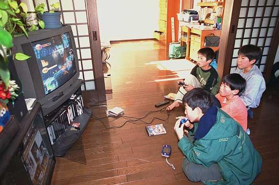 Cách dạy con khác lạ của bố Nhật: