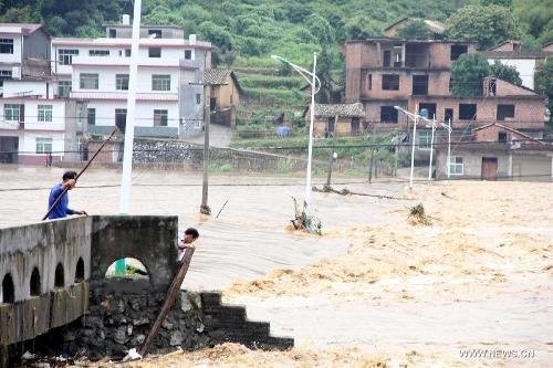 Mưa bão lớn khiến 22 người thiệt mạng, 7 người mất tích 2