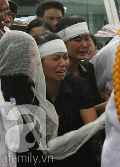 Nước mắt hòa mưa, tiễn đưa 18 chiến sĩ về nơi đất mẹ 8