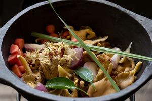 Canh đậu nấu nấm ấm lòng bữa tối mùa đông 4