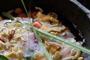Canh đậu nấu nấm ấm lòng bữa tối mùa đông 5