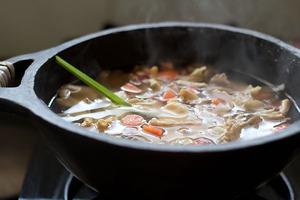 Canh đậu nấu nấm ấm lòng bữa tối mùa đông 6