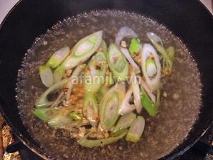 Nóng hổi bát canh nghêu kim chi cho bữa cơm ngày lạnh 6