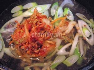 Nóng hổi bát canh nghêu kim chi cho bữa cơm ngày lạnh 7