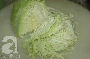 Canh bắp cải nấu sườn đậm đà giản dị 6