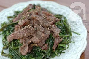 Giản dị mà ngon cơm với rau muống xào thịt bò 10
