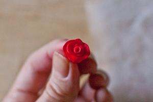 Làm hoa hồng cho khuyên tai và kẹp tóc thêm xinh 4