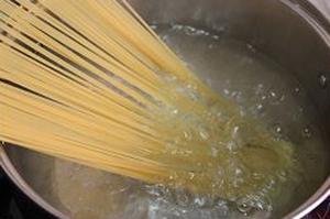 Mỳ spaghetti xào thịt bò làm nhanh ăn ngon mà đủ chất 4