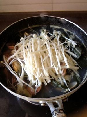 Canh ngao nấu nấm đậm đà mà thanh mát 8