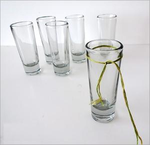 Biến ly thủy tinh thành bình cắm hoa độc đáo 3