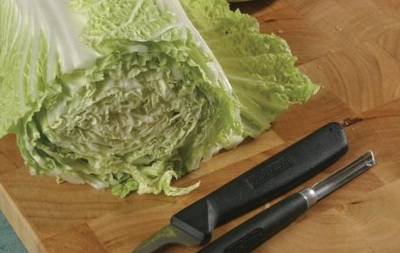 Tỉa hoa cúc từ rau cải thảo thật dễ dàng! 2