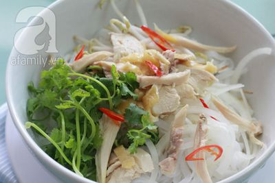 Cách nấu phở gà đơn giản mà ngọt thơm 12