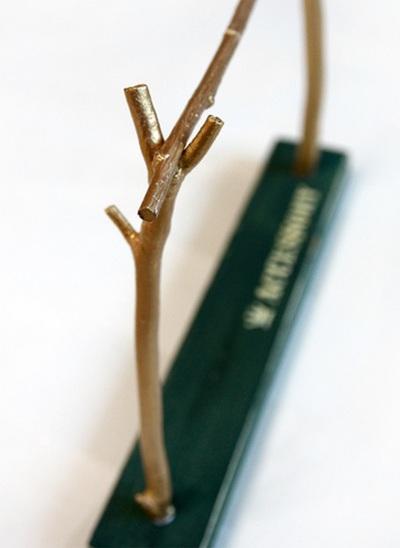 Tự chế giá treo đồ trang sức từ cành cây khô 7