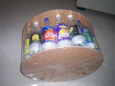 Cách tái chế vỏ chai nhựa thành bàn ghế đẹp lạ 6