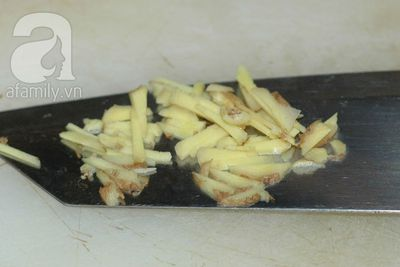 Thực đơn cơm tối: cá rán mắm gừng và rau bí xào tỏi 10