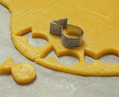 Trổ tài làm bánh quy cá vàng xốp giòn cho bé yêu  20