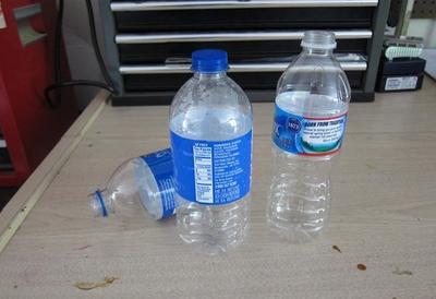 3 bước đơn giản tái chế chai nhựa thành lọ cắm hoa 3