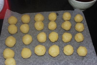Làm bánh Trung thu mini cho bé yêu vui thích! 12