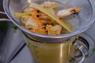 Xuýt xoa với món canh Tom Yum Goong nóng hổi thơm phức 10