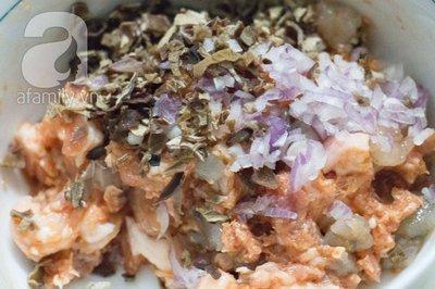 Thơm giòn nóng hổi món bánh rán nhân tôm thịt 9