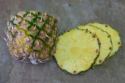 Cách cực dễ giúp chị em cắt tỉa trái cây thành bình hoa  6