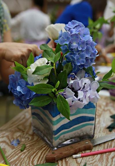 Cắm hoa với cát màu thật phong cách và tinh tế 8
