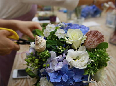 Cắm hoa với cát màu thật phong cách và tinh tế 10