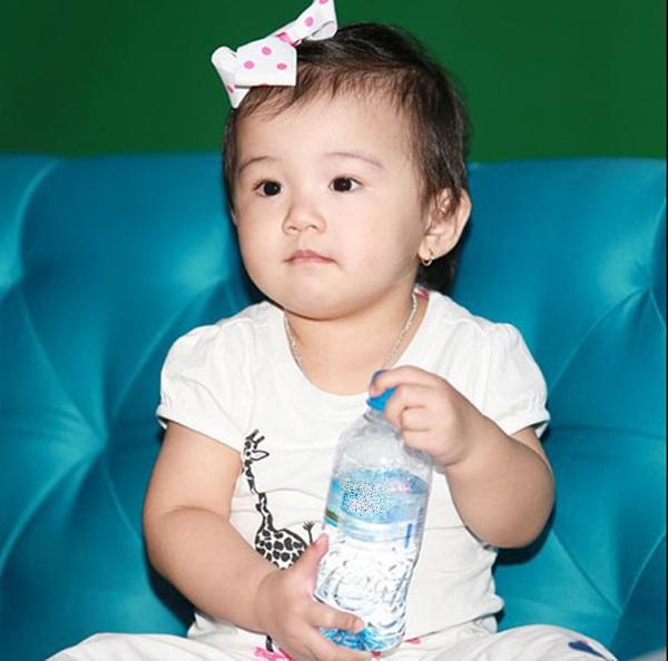 Vẻ thơ ngây đáng yêu của con gái Jennifer Phạm 3