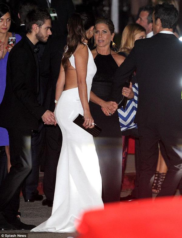 Selena Gomez thân mật với chàng DJ điển trai 1