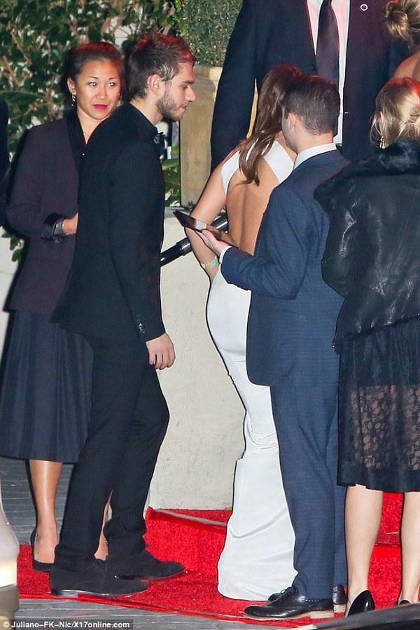 Selena Gomez thân mật với chàng DJ điển trai 3