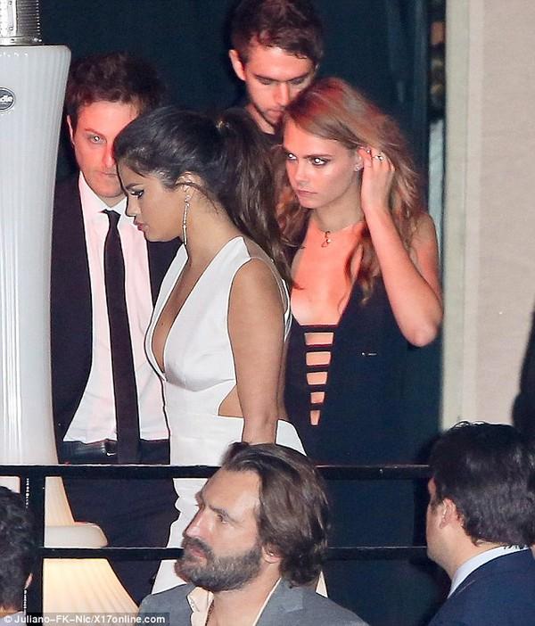 Selena Gomez thân mật với chàng DJ điển trai 4