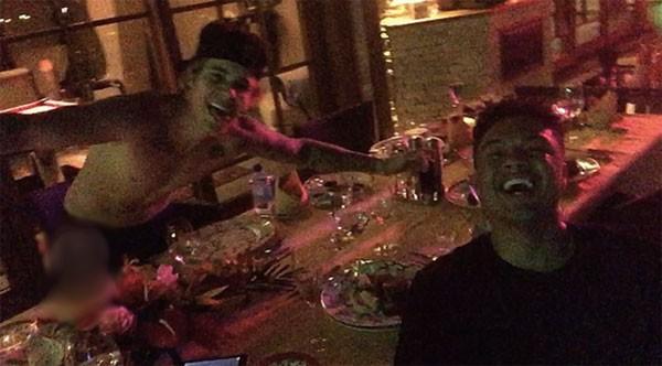 Justin Bieber cởi trần mừng sinh nhật bên bạn gái tin đồn 7