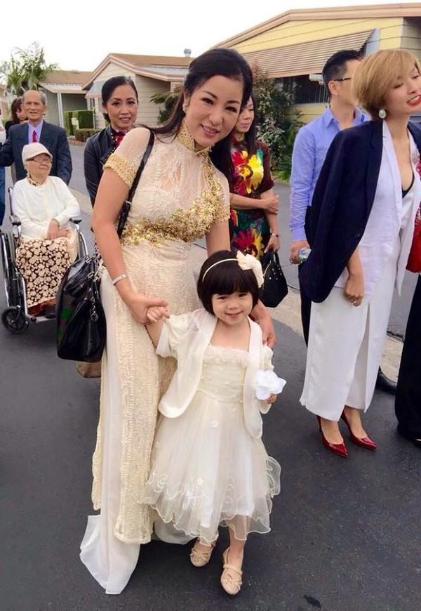 Con gái Thúy Nga mặc váy trắng xinh như công chúa 4