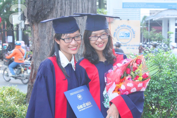 Rạng ngời những gương mặt tân cử nhân trong ngày lễ tốt nghiệp 1