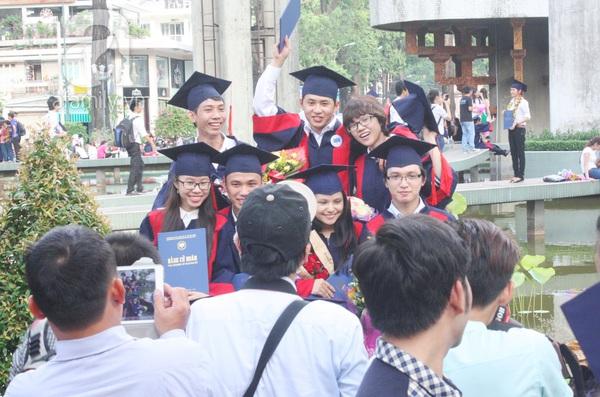 Rạng ngời những gương mặt tân cử nhân trong ngày lễ tốt nghiệp 6