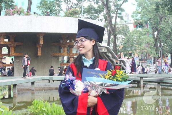 Rạng ngời những gương mặt tân cử nhân trong ngày lễ tốt nghiệp 10