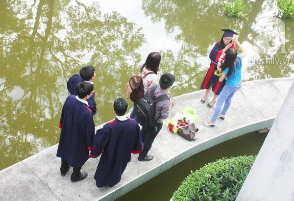Rạng ngời những gương mặt tân cử nhân trong ngày lễ tốt nghiệp 17