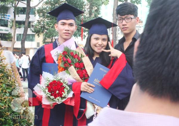 Rạng ngời những gương mặt tân cử nhân trong ngày lễ tốt nghiệp 19