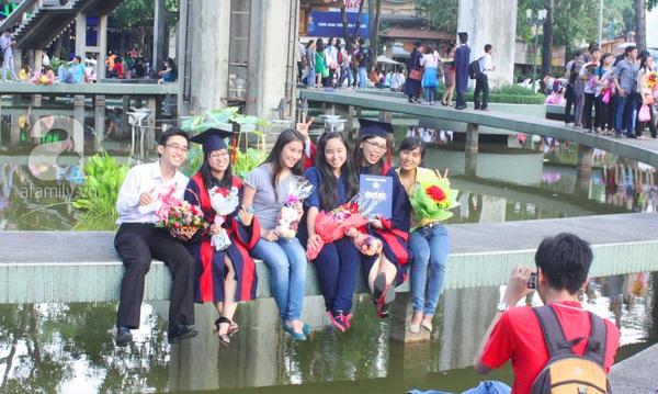 Rạng ngời những gương mặt tân cử nhân trong ngày lễ tốt nghiệp 21