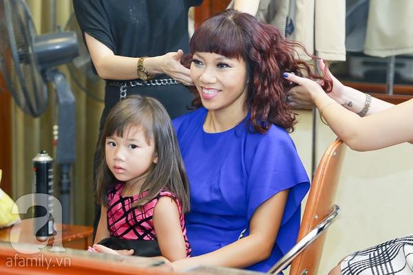 Chồng và con gái Trần Thu Hà