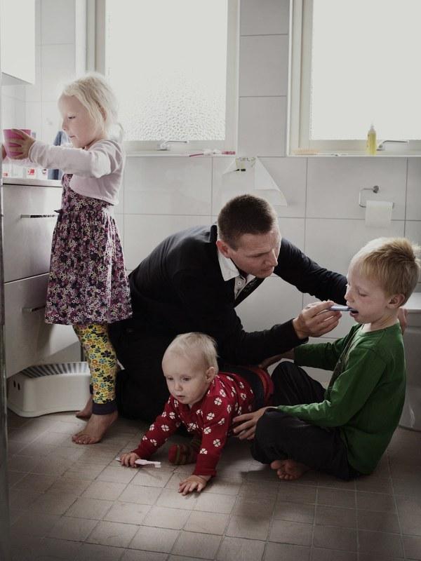 Tan chảy với bộ ảnh bố Thụy Điển ở nhà chăm con 1