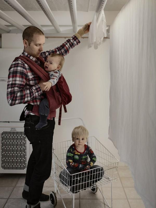 Tan chảy với bộ ảnh bố Thụy Điển ở nhà chăm con 4