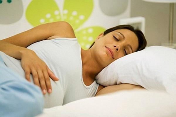 Những điều mẹ bầu nhất định phải biết về giấc ngủ khi mang thai