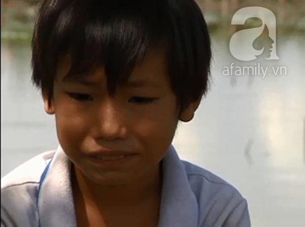 Mẹ bỏ đi, cha bệnh nặng, cậu bé 14 tuổi một mình kiếm tiền mưu sinh 9