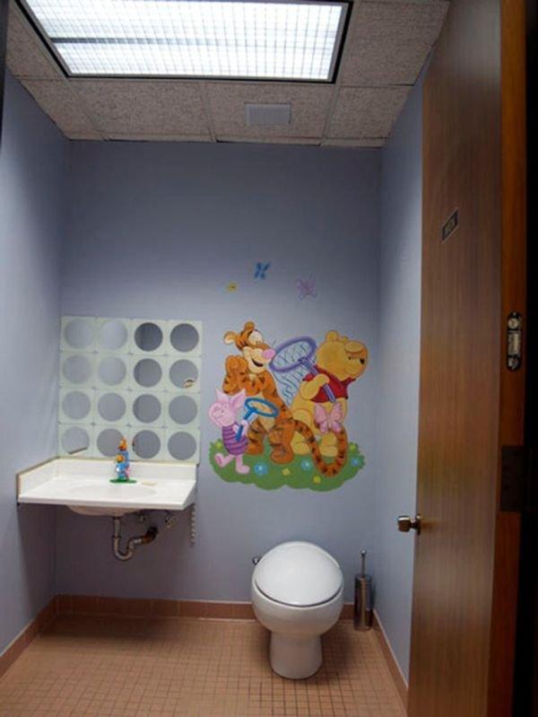 Trang trí phòng tắm đầy màu sắc vui nhộn cho bé 8