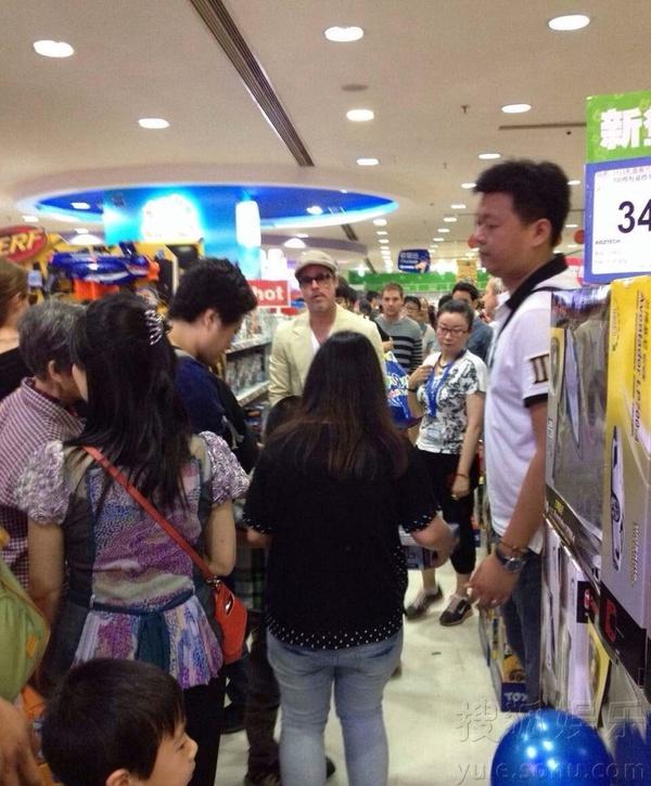 Brad Pitt và Angelina gây náo loạn tại Thượng Hải 1