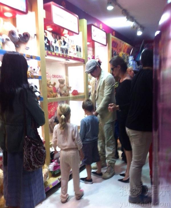 Brad Pitt và Angelina gây náo loạn tại Thượng Hải 2